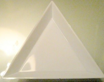 White Triangle Sorting Bead Plate - 2pc