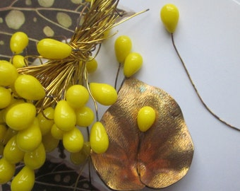 20 Vintage Sunny Yellow Glass Drops On Wire