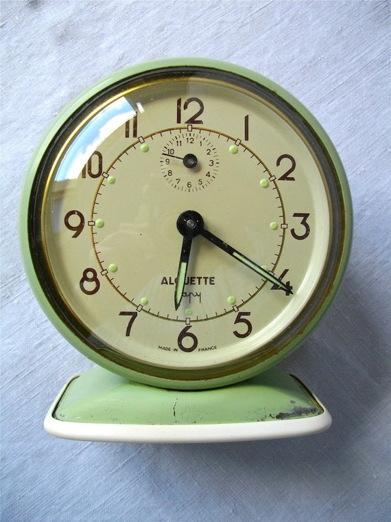 1000 images about wecker clocks on pinterest vintage alarm clocks alarm clock and vintage. Black Bedroom Furniture Sets. Home Design Ideas