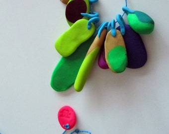 cool coloured green, gold accent summer coloured 9 piece eclectic 'feather' necklace