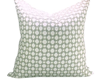 Betwixt pillow cover in Stone/White
