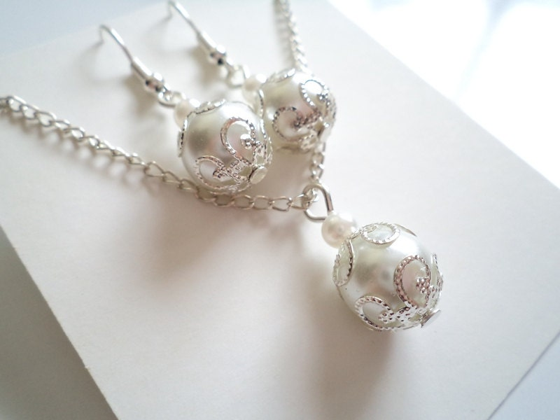Bridal Jewelry Gift Sets : Bridesmaid Gift Set White Pearl Necklace and Earring Set