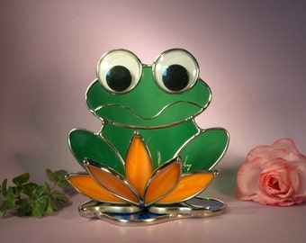Smiling Freddie Frog on Lily Pad  (762)