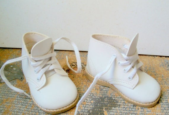 Vintage Baby Shoes White Walking Shoes Size 2 1/2