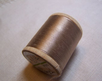 SALE ~ Vintage Medium Beige Pure Silk Talon Thread 100 Yards Size A (no. 533)