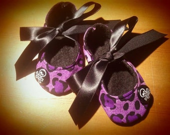 Purple leopard crib shoes with skulls