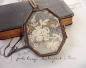 Rose Lace Locket, Vintage Silk Embroidery Net Lace Display, Antique Copper Locket Pendant, Octagon Shape, Romantic, Victorian