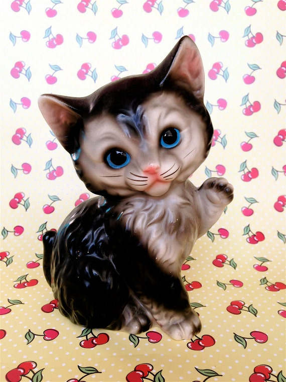 Vintage Kitsch Blue Eyed Kitty Cat Saying Hello Figurine