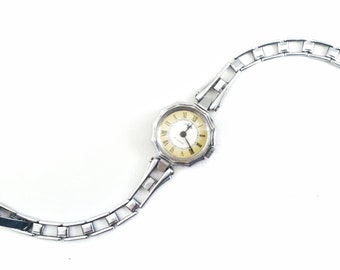 WRISTWATCH GORGEOUS Luch Lady's watch, silver color, 17 jewels