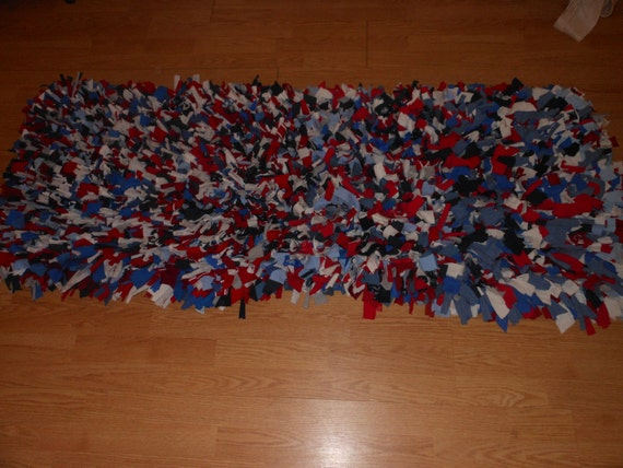 recycled t shirt shag rug red white blue gray. Black Bedroom Furniture Sets. Home Design Ideas