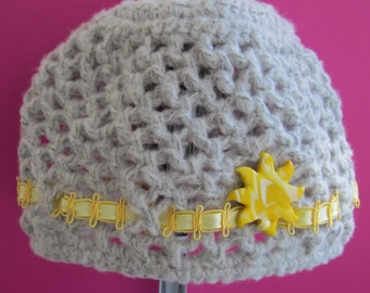 Light grey crochet beanie with sun button for 6 to 12 mos. baby