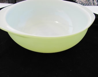Vintage Lime Green PYREX  2 Quart Baking Dish