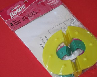 Easy Wrap Pom Pom Maker 4 Sizes Susan Bates NIP