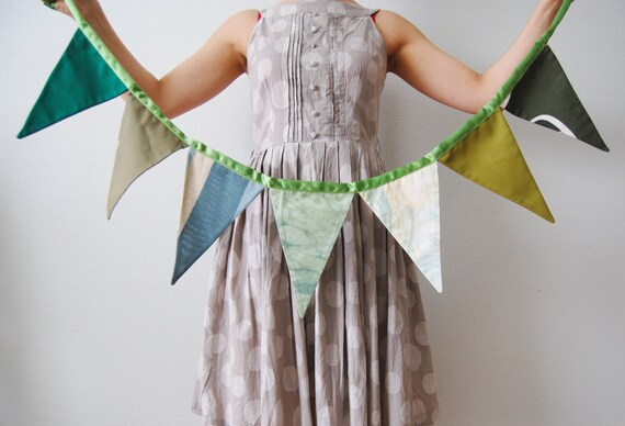 Summer garden bunting by Apseed