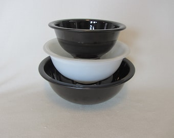 Pyrex Black and White Clear Bottom Nesting Bowls