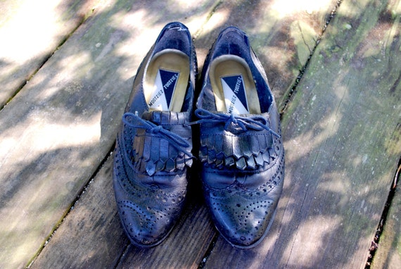 Vintage // Grunge Black Leather Oxford Mocassins // Tooled Braided Tassels // Loafer Flats // Size 6