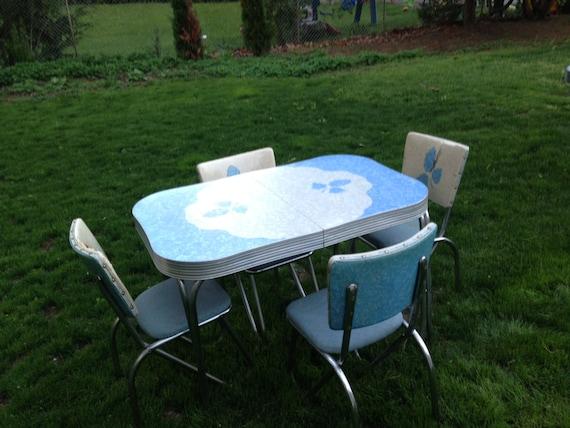 Items similar to vintage formica kitchen table set on etsy for Kitchen set on sale