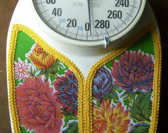 Beautiful Mexican Oil Cloth Bathroom Scale Practical Art.
