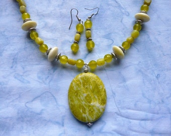 20 Inch Peridot and Yellow Green Jade Necklace with Flower Jasper Pendant with Earrings