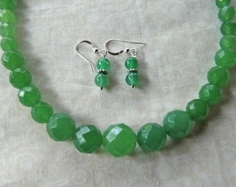 18 Inch Simple Faceted Graduated Green Jade Necklace with Earrings