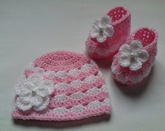 Crochet Baby Booties and Baby Hat beanie gift baby candy pink white flower baby shower photo prop