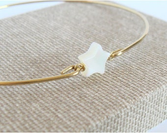 Mother of pearl star and gold bangle - Bridal bracelet - Bridesmaid gift - Freshwater star bracelet - Everyday jewelry - Minimalist jewelry