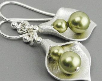 Pearl Drop Earrings Silver - Green Pearl Earrings - Flower Earrings - Pearl Dangle Earrings - Calla Lily Earrings - Flower Jewelry