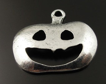 5 Pumpkin Charms, Halloween Jack O Lantern Charms 20 x 17 mm Antique Silver Tone Metal -  ts179