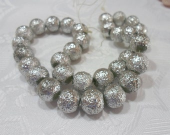 249-1 Perle de acrylic texturé  12mm   couleur argent  1 corde