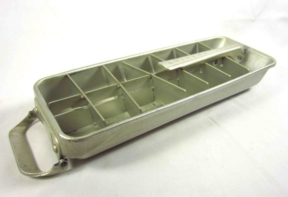 vintage frigidaire ice cube tray metal quickube by skippididdle. Black Bedroom Furniture Sets. Home Design Ideas
