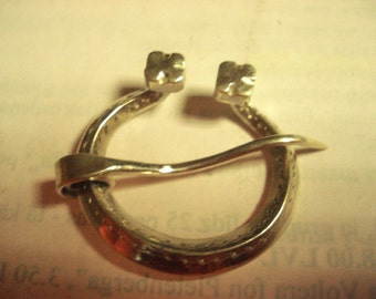 The Horse Shoe Brooch with Faceted Ends (sterling)