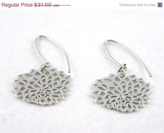 20 % VACATION SALE Sleek modernist silver flower earrings