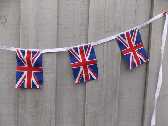 Union jack garland 7 british flags anglophile garland decor for Decoration murale union jack