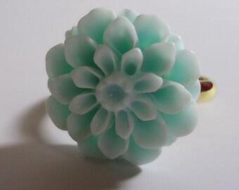 Adjustable Sparkling Flower Ring.In a Sweet Blue