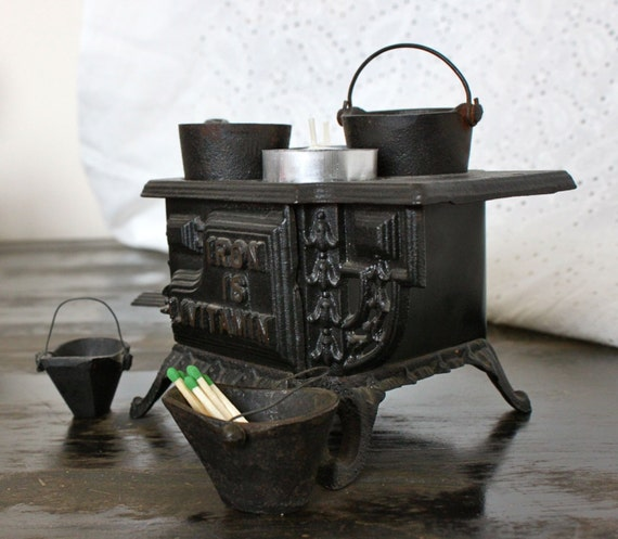Mini Candle Stove: Vintage Mini Cast Iron Stove