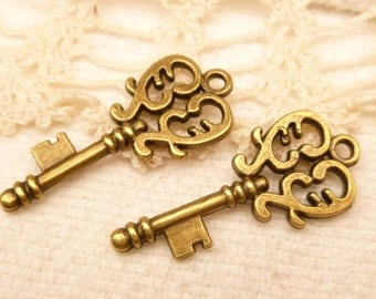 Medium Filigree Victorian Style Skeleton Key Charms, Antique Bronze (6) - A106