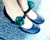 Kain Bunga styled fabric flower shoe clips - Green and Black