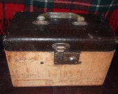 Vintage carry on train case 7x11... dove tailed very cute