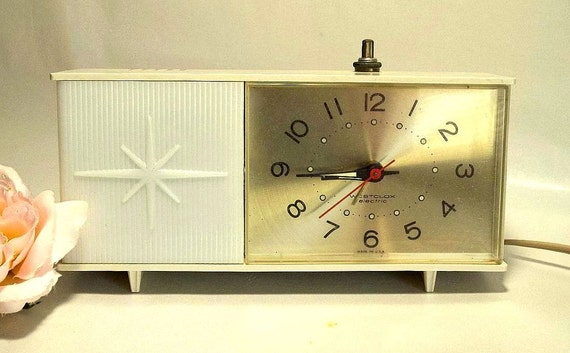 Vintage 1961 Westclox Moonbeam Atomic Style Alarm Clock And