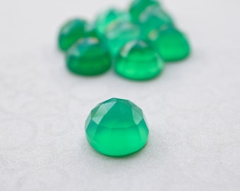 Green Chalcedony faceted cabochon - 8mm (2 pieces)