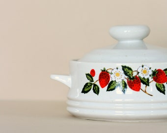Strawberry Casserole Dish - Sheffield Stoneware Collection