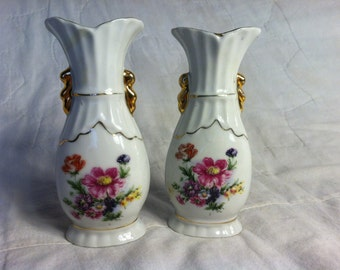 BEAUTIFUL Vintage Pair of BUD VASES