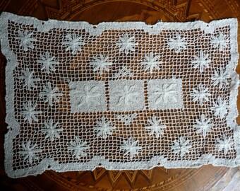 Antique Lace Doily - Vintage Linens - Irish Lace Doily - Antique Netted lace - Bobbin Lace - Dresser Doily - Table Linens - Wedding Lace