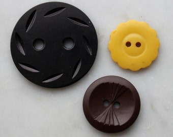 "3 Vintage early plastic and bakelite buttons black, brown and yellow . art deco design 1 1/2"" and 7/8"",2 holes 1940's sewing notions"