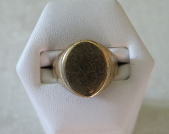 Splendid 10K Gold Signet Ring - Size 6 3/4 U.S.