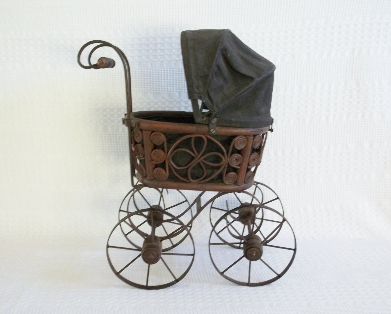 Victorian Canopy Bed Antique Wicker Amp Metal Doll Pram Carriage Buggy Stroller