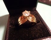 gold solitaire style costume jewelry ring*