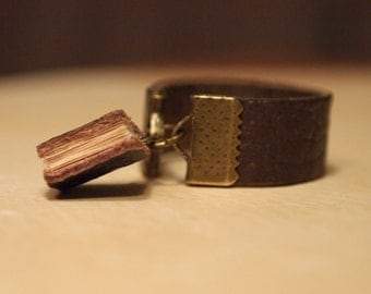 Tiny Leather Book Ring Sz 4-16