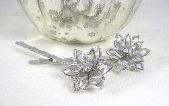 Crystal Clear Flower Bobby Pin - Clear Flower Cabochon - Transparent Hair Clips - Bridal Hair Pins
