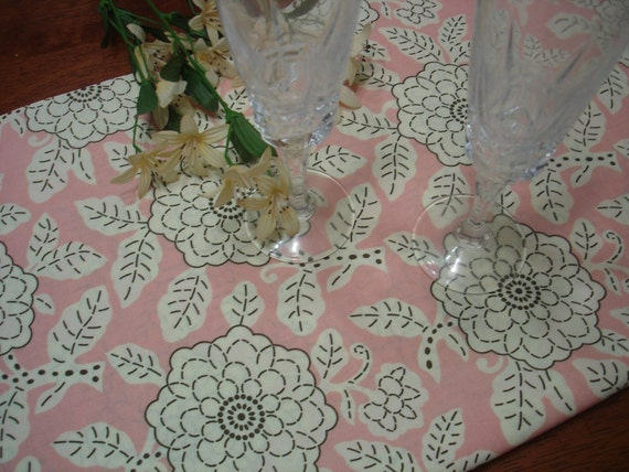 Pink /Chocolate TABLE RUNNER - City Girl Chrysant - Decorative Wedding ...